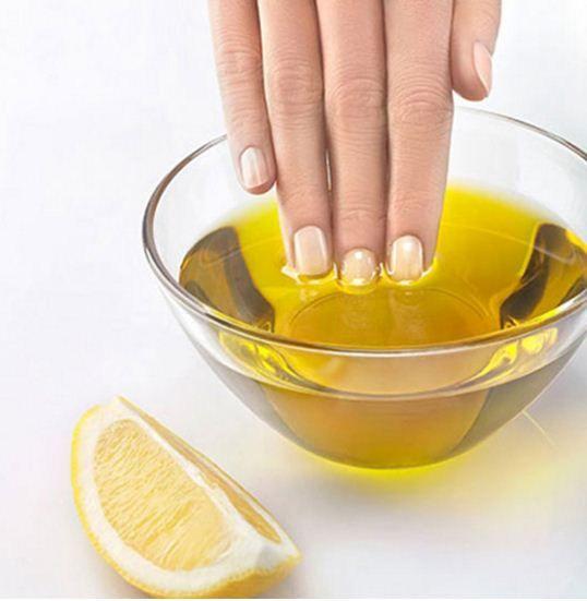 5 cách chăm sóc móng tay đơn giản, hiệu quả tại nhà bạn nên biết