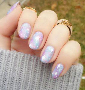 Chất lừ với những mẫu nail họa tiết galaxy