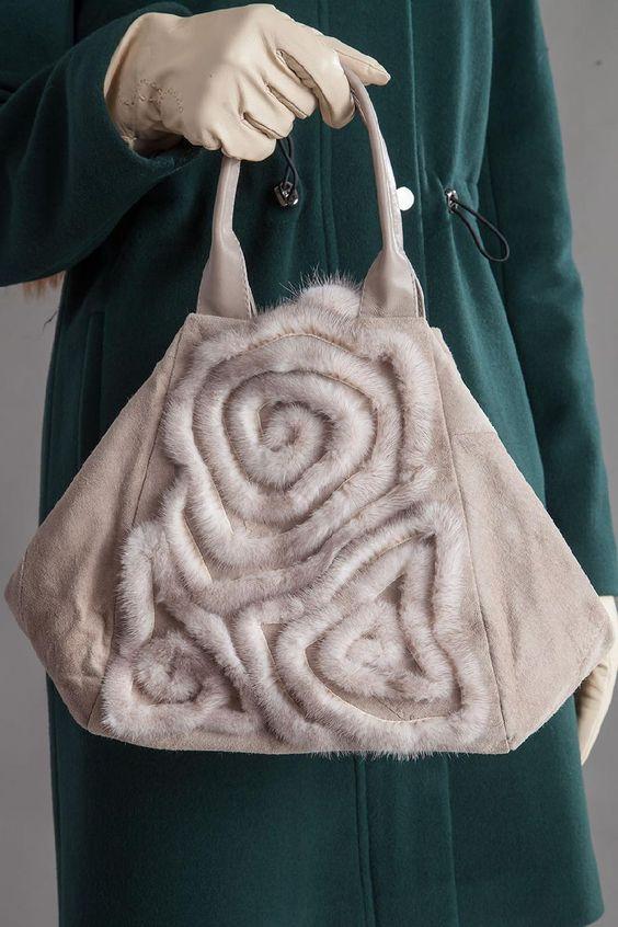 Những mẫu túi xách lông đẹp cho mùa thu đông.